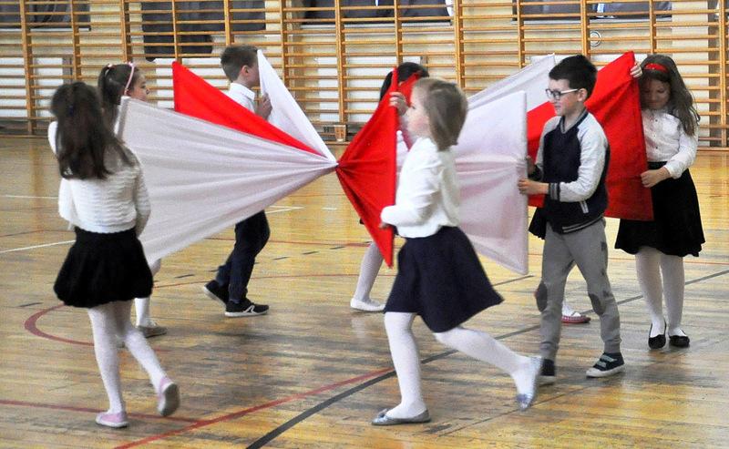 pokaz - taniec z flagami 1
